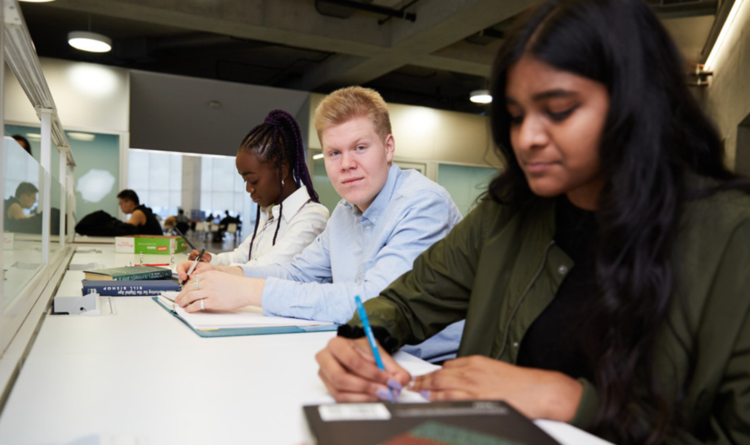 Pour une croissance inclusive : Combler le fossé numérique à travers le développement des compétences et la formation